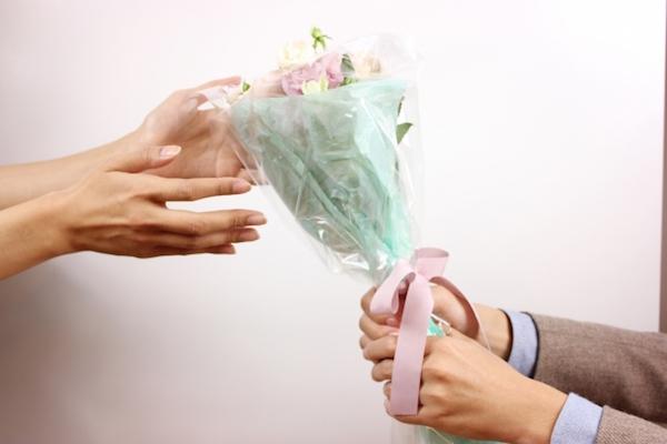 出会い系で結婚相手を見つけたことを親に言うべきか?