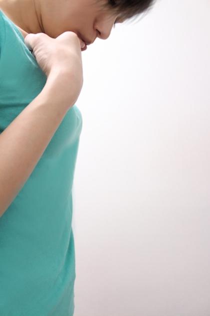 貧乳を気にする女性