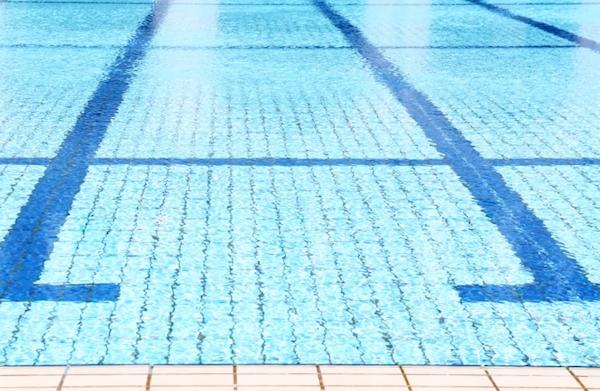 日本のプールは、なぜつまらないのか?